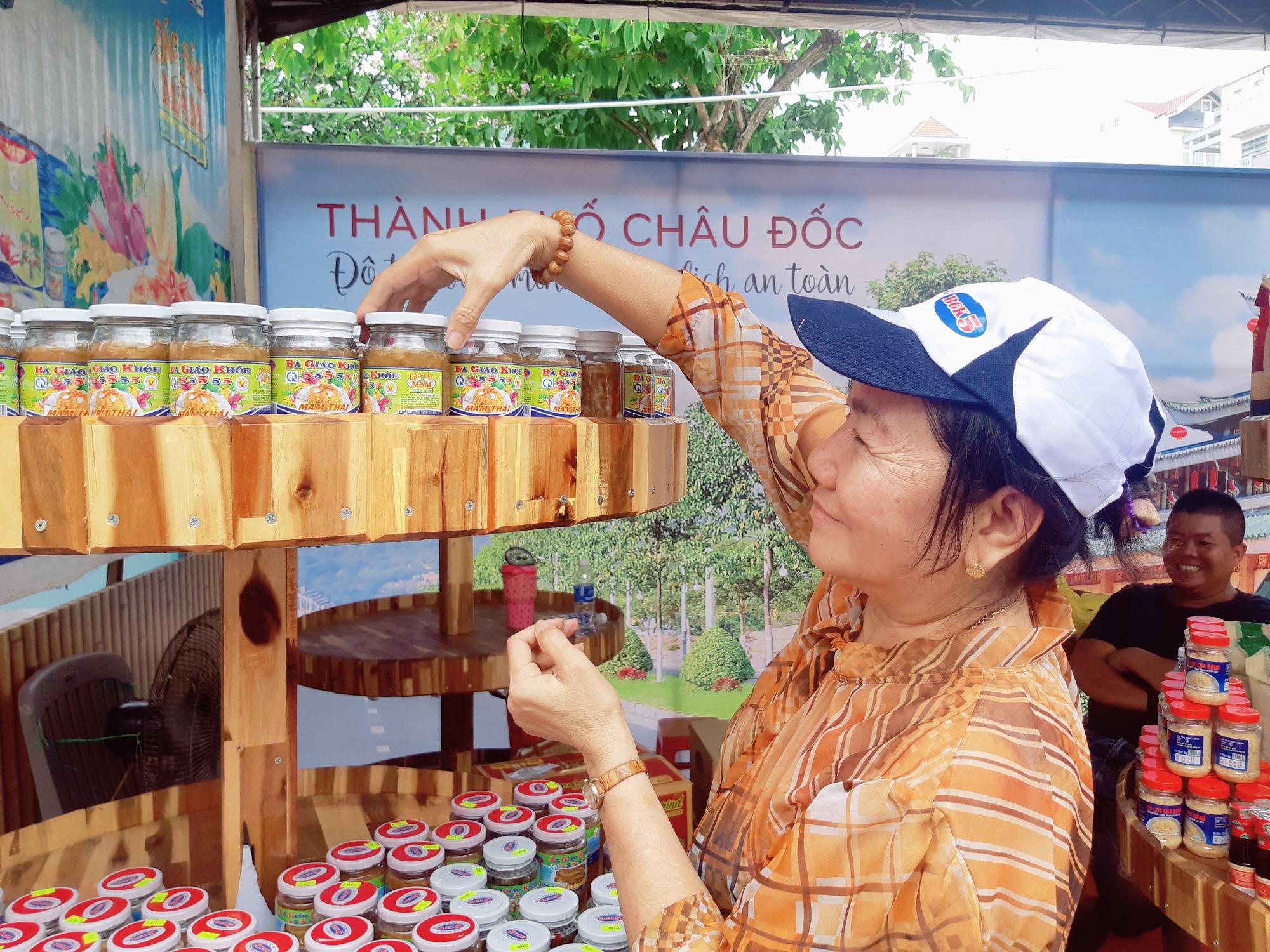 Sản phẩm OCOP 24 tỉnh, thành hội tụ tại Châu Đốc An Giang - Ảnh 5.