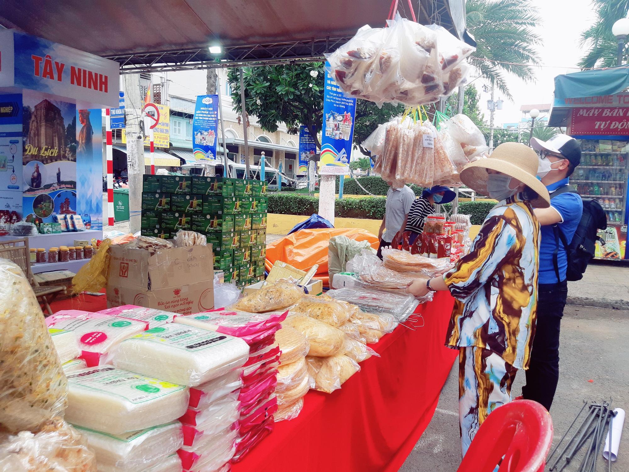 Sản phẩm OCOP 24 tỉnh, thành hội tụ tại Châu Đốc An Giang - Ảnh 19.