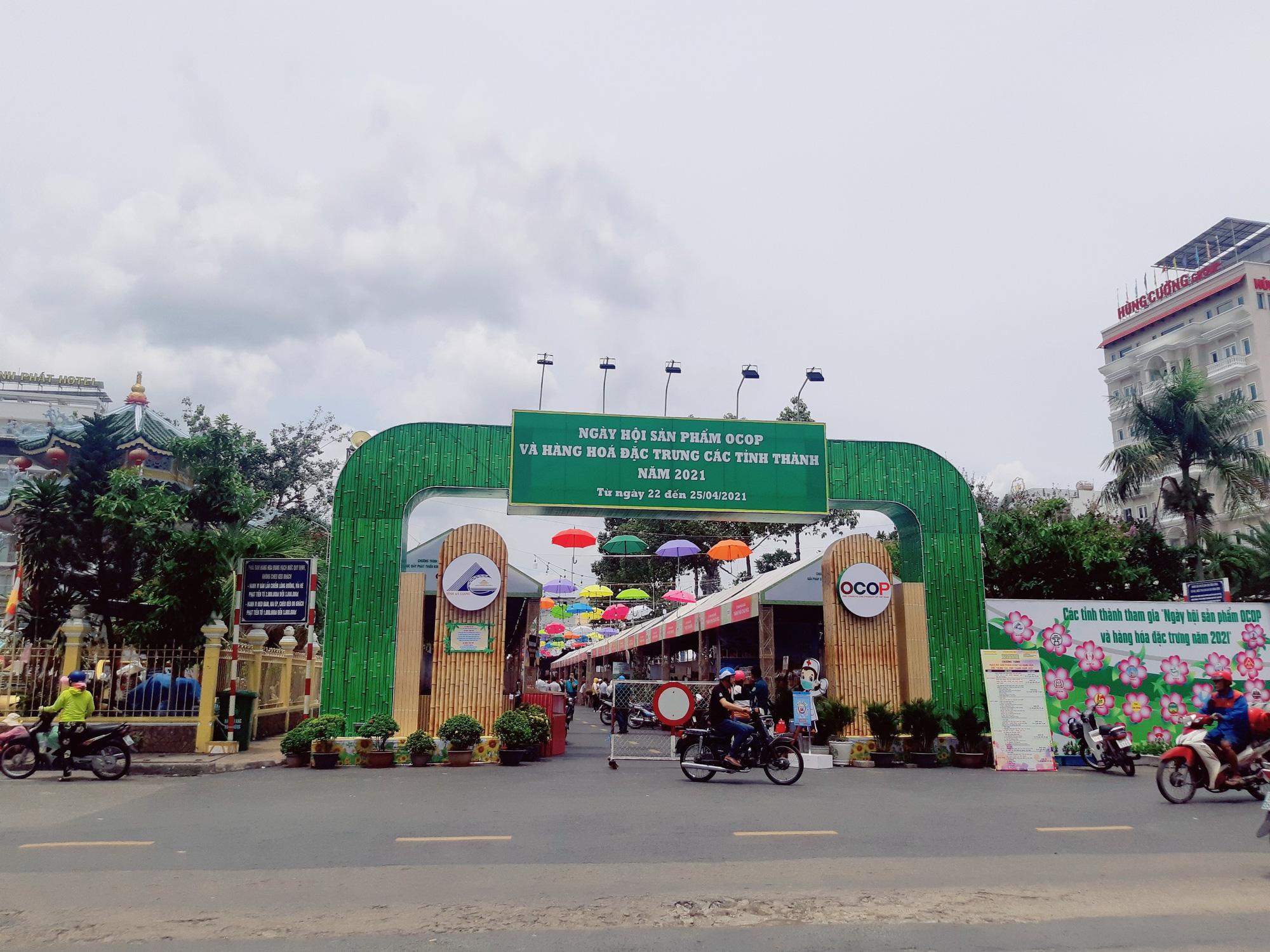 Sản phẩm OCOP 24 tỉnh, thành hội tụ tại Châu Đốc An Giang - Ảnh 1.