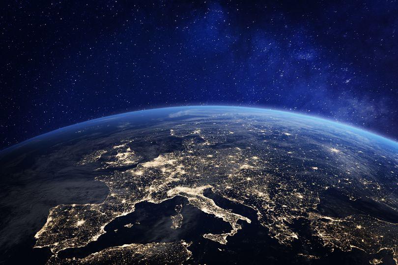 """Nhân loại sẽ đối mặt với """"thách thức lớn nhất từ trước đến nay"""" trong vòng 20 năm nữa? - Ảnh 1."""