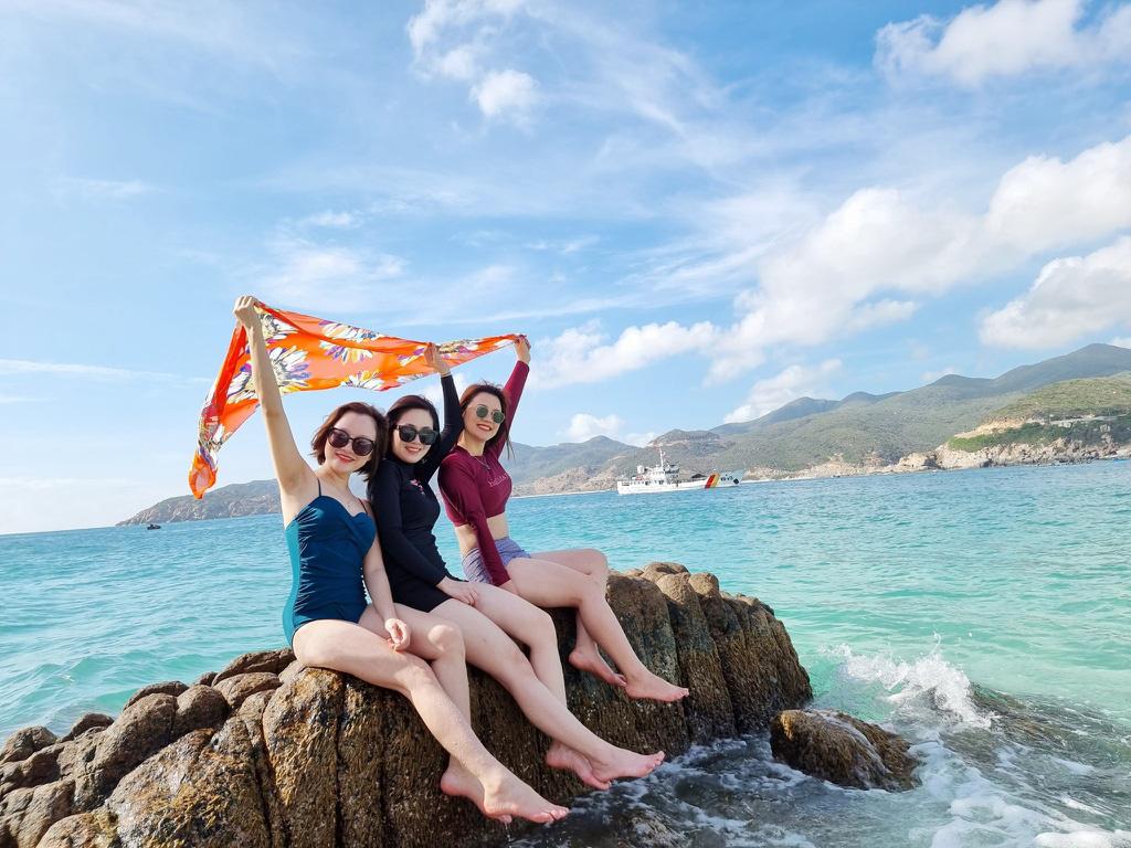 """Du lịch """"bội thu"""" vào tháng 5-6, khách ưu tiên tour giá rẻ - Ảnh 1."""