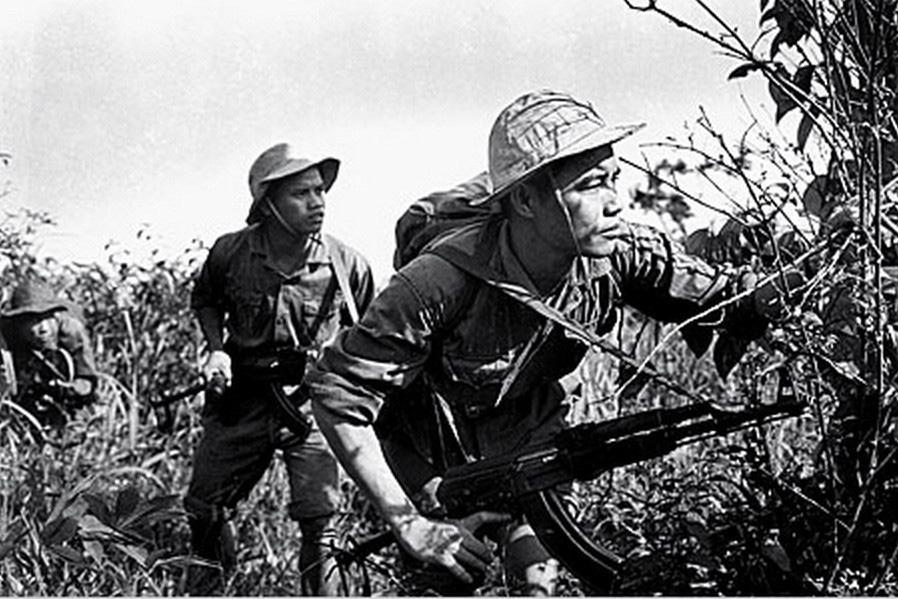 Kỹ thuật bắn điểm xạ làm nên thương hiệu trong Chiến tranh Việt Nam - Ảnh 2.