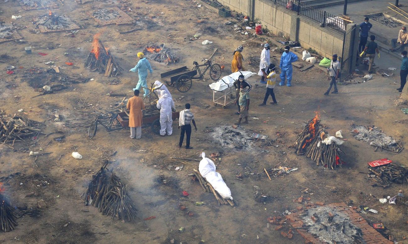 """Những hình ảnh như """"ngày tận thế"""" ở Ấn Độ trước làn sóng Covid-19 thứ 2 - Ảnh 1."""