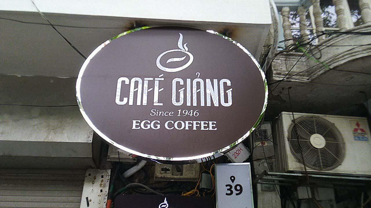 Hà Nội: Quán cà phê 75 năm tuổi, ngày bán nghìn cốc có gì đặc biệt? - Ảnh 1.