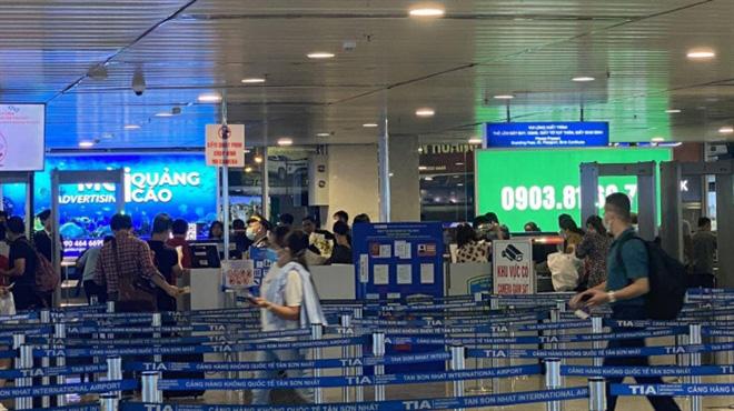Cục Hàng không chấp thuận cho sân bay Tân Sơn Nhất lắp thêm 5 máy soi an ninh - Ảnh 1.