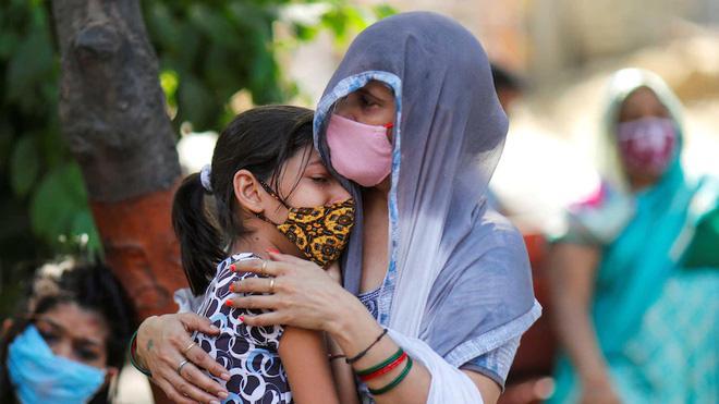 Ấn Độ: Số ca mắc mới COVID-19 tăng kỷ lục, tranh giành từng chiếc máy thở oxy tại các bệnh viện - Ảnh 5.
