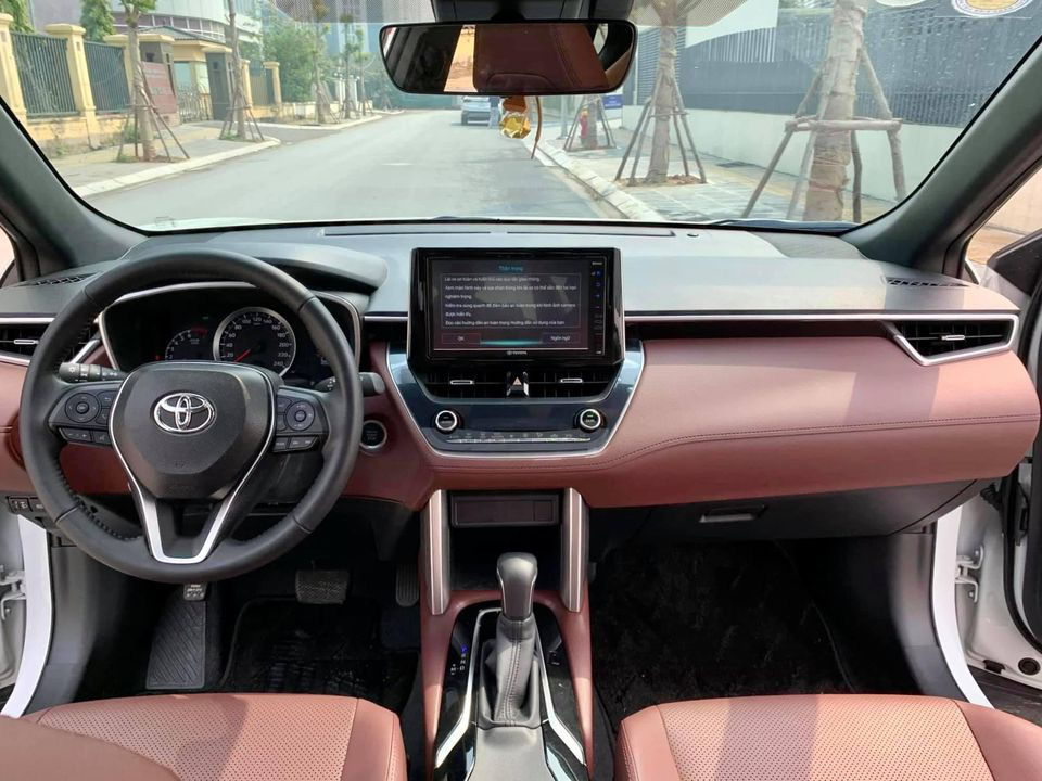 Toyota Corolla Cross mới chạy hơn 5.000 km, màu trắng ngọc trai, rao bán giá sốc - Ảnh 2.