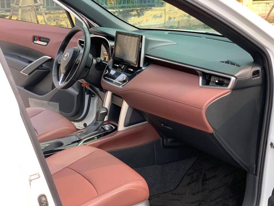 Toyota Corolla Cross mới chạy hơn 5.000 km, màu trắng ngọc trai, rao bán giá sốc - Ảnh 3.