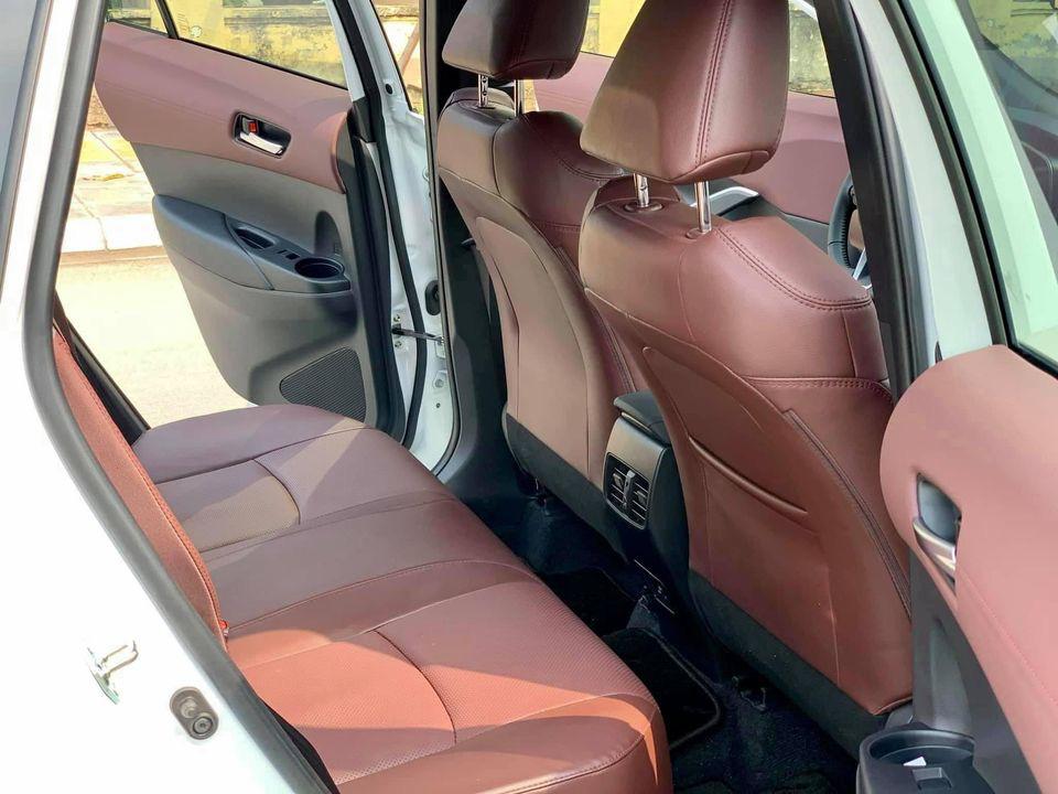 Toyota Corolla Cross mới chạy hơn 5.000 km, màu trắng ngọc trai, rao bán giá sốc - Ảnh 4.