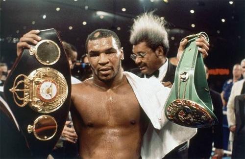 """Mike Tyson cắn tai Evander Holyfield: """"Vết nhơ"""" khiến quyền anh đi xuống - Ảnh 2."""
