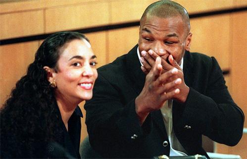 """Mike Tyson cắn tai Evander Holyfield: """"Vết nhơ"""" khiến quyền anh đi xuống - Ảnh 4."""