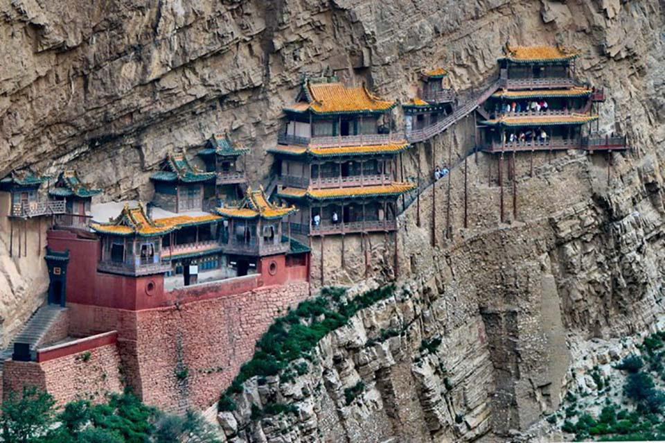 """Những công trình kiến trúc """"vắt vẻo"""" trên mỏm núi, sườn núi khiến du khách khiếp sợ - Ảnh 3."""