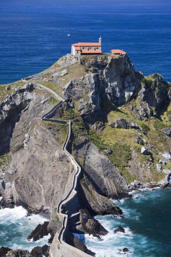 """Những công trình kiến trúc """"vắt vẻo"""" trên mỏm núi, sườn núi khiến du khách khiếp sợ - Ảnh 5."""