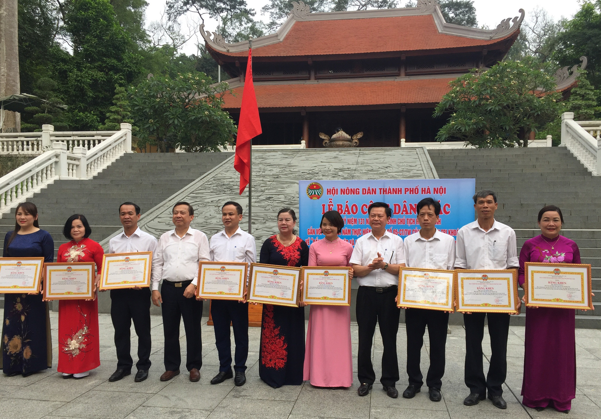 Hơn 1,5 triệu nông dân thi đua sản xuất kinh doanh giỏi, Hà Nội báo công dâng Bác - Ảnh 2.