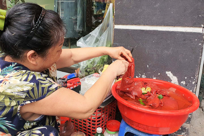 Hà Nội: Món sứa đỏ có gì ngon mà trở thành món ăn cực hot, được nhiều người yêu thích - Ảnh 5.