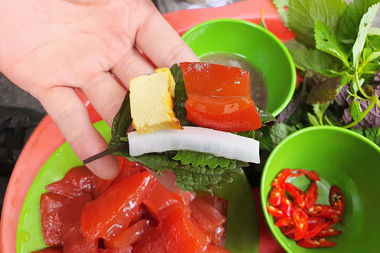 Hà Nội: Món sứa đỏ có gì ngon mà trở thành món ăn cực hot, được nhiều người yêu thích - Ảnh 8.
