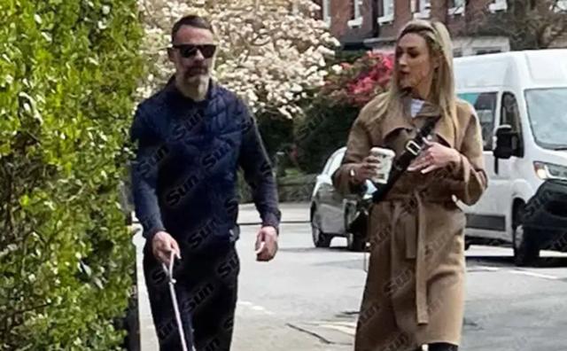 Giggs đi dạo cùng bồ mới.