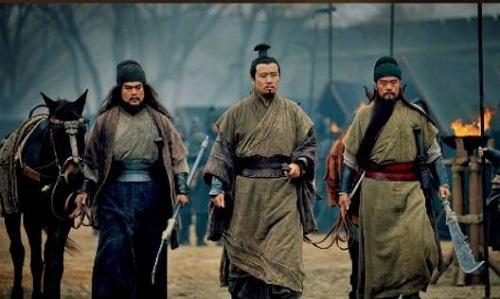Là huynh đệ kết nghĩa tại sao thái độ của Trương Phi và Quan Vũ đối với Lữ Bố lại khác nhau - Ảnh 5.