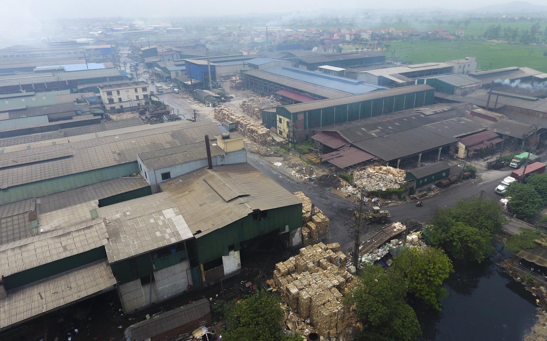 Sự thật khủng khiếp ở làng giấy Phú Lâm: Ô nhiễm đến con ruồi cũng không sống nổi, công nhân bán mòn sức