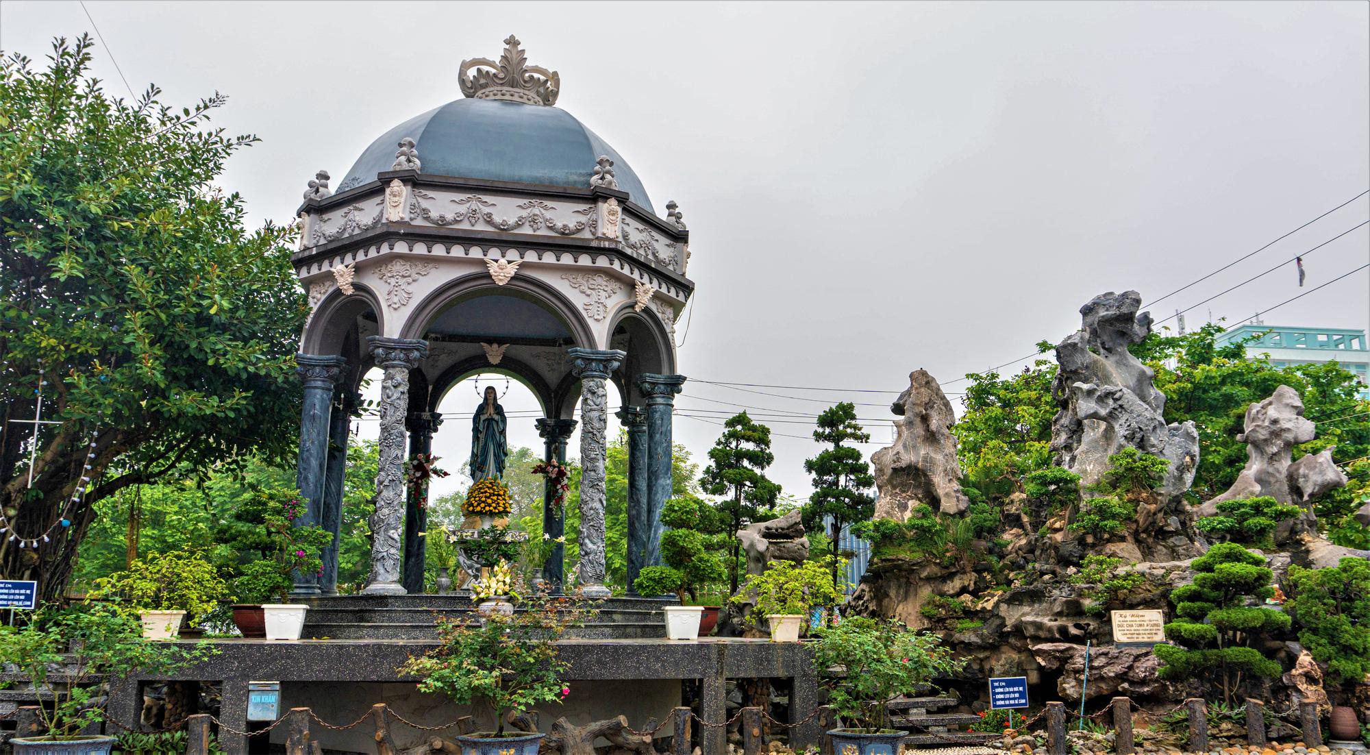 Về thăm nhà thờ Khoái Đồng, nơi thờ hiện thân của ông già Noel - Ảnh 2.