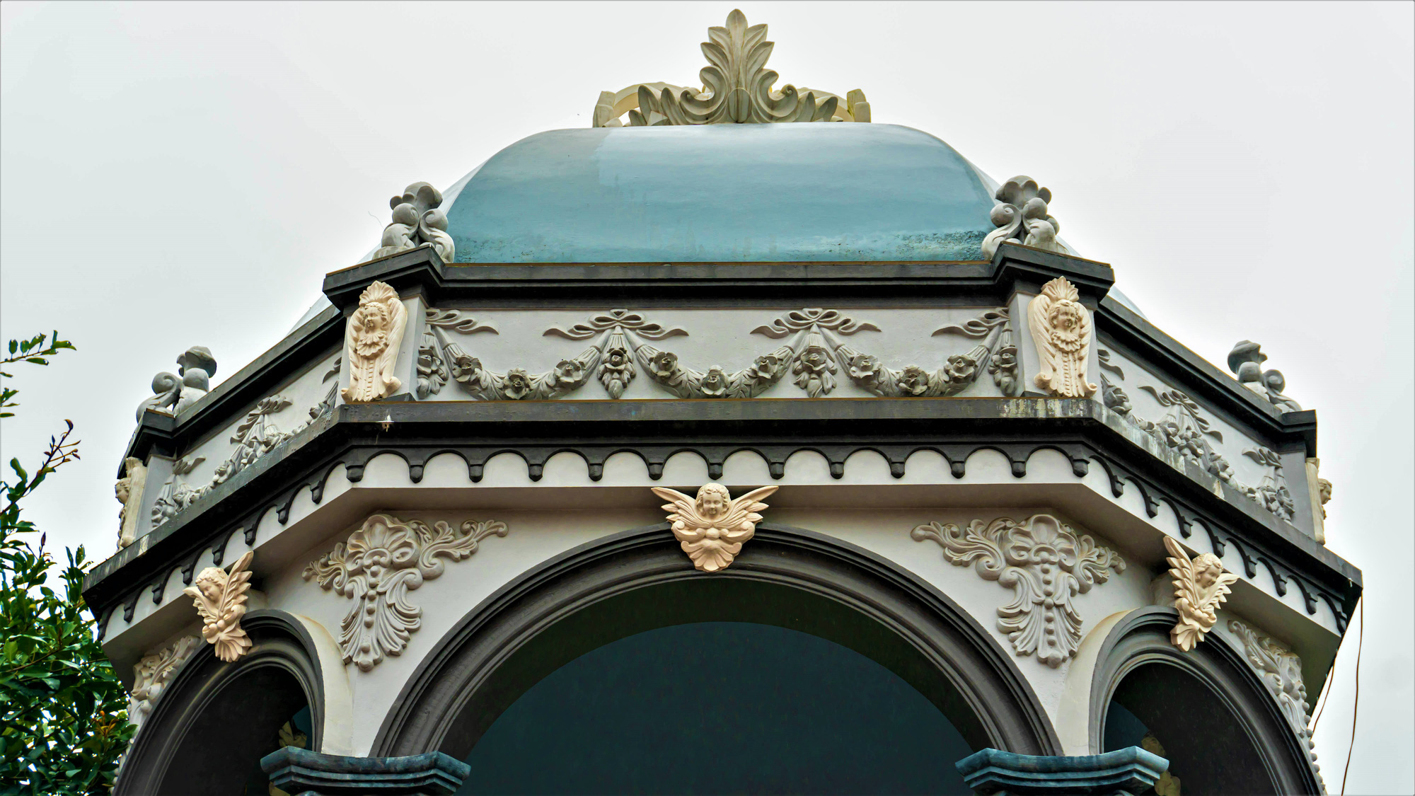 Về thăm nhà thờ Khoái Đồng, nơi thờ hiện thân của ông già Noel - Ảnh 3.