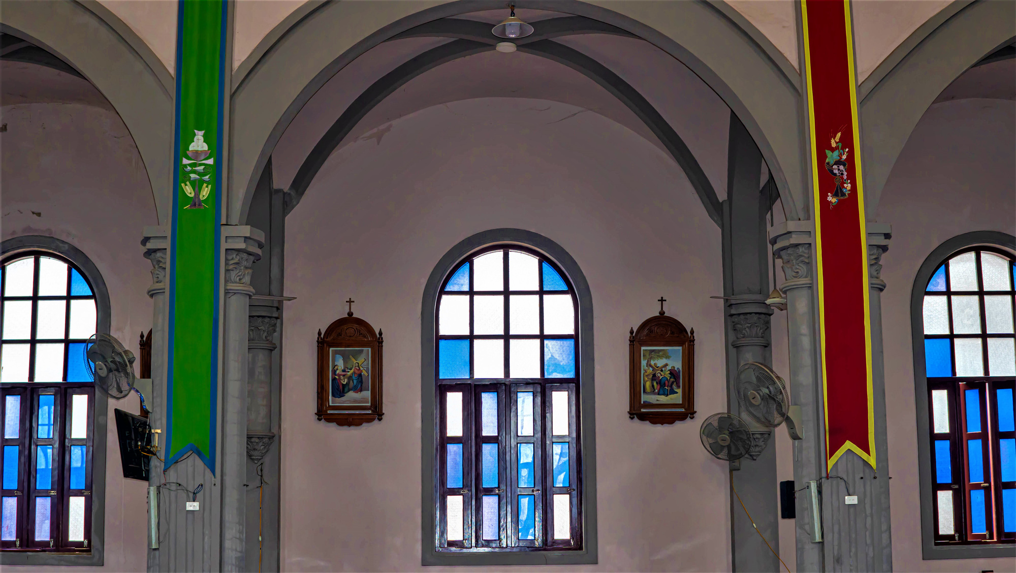 Về thăm nhà thờ Khoái Đồng, nơi thờ hiện thân của ông già Noel - Ảnh 14.