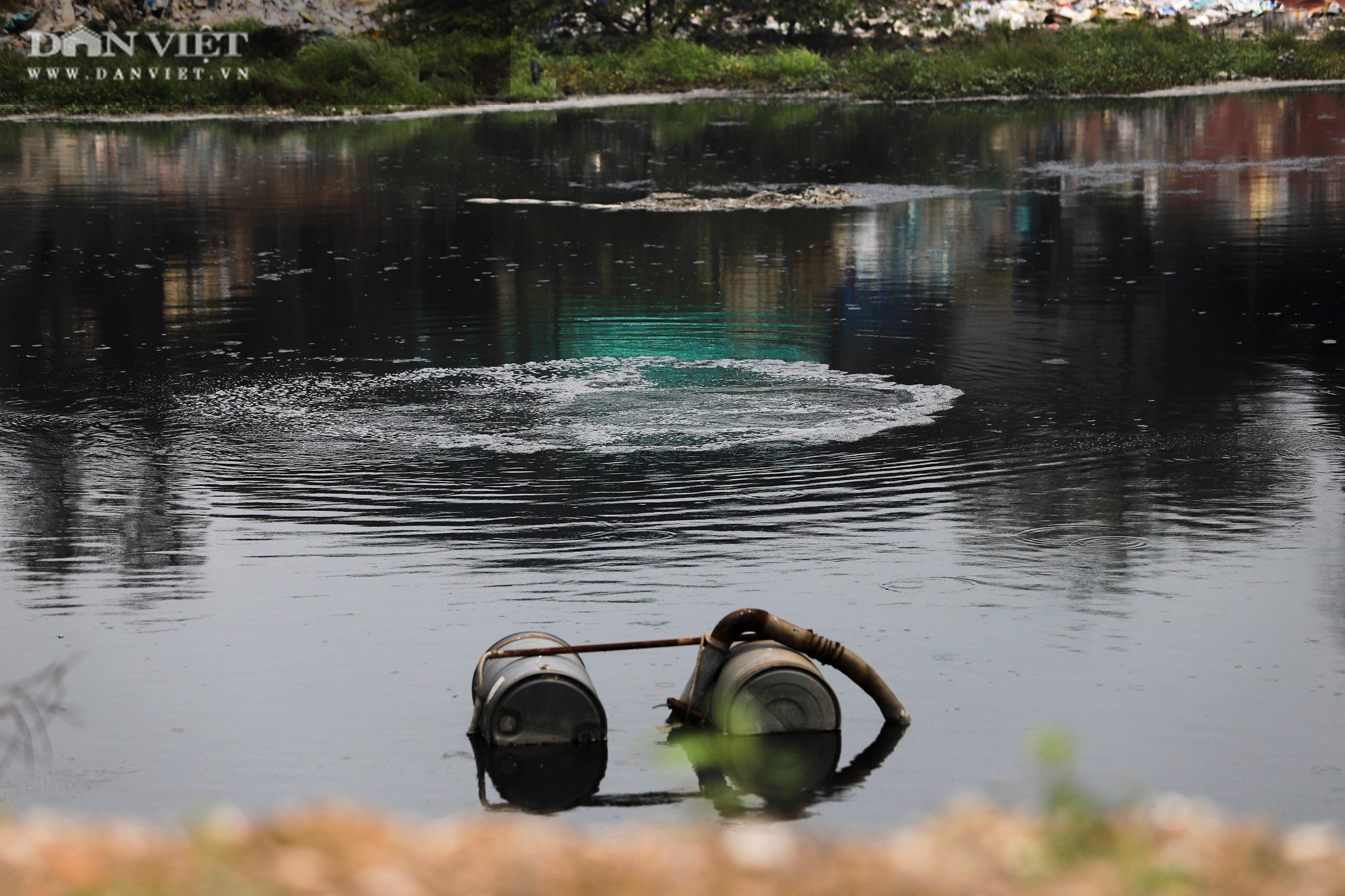 Ám ảnh khủng khiếp ở làng giấy Phú Lâm: Ô nhiễm đến con ruồi cũng không sống nổi, công nhân bán mòn sức - Ảnh 18.