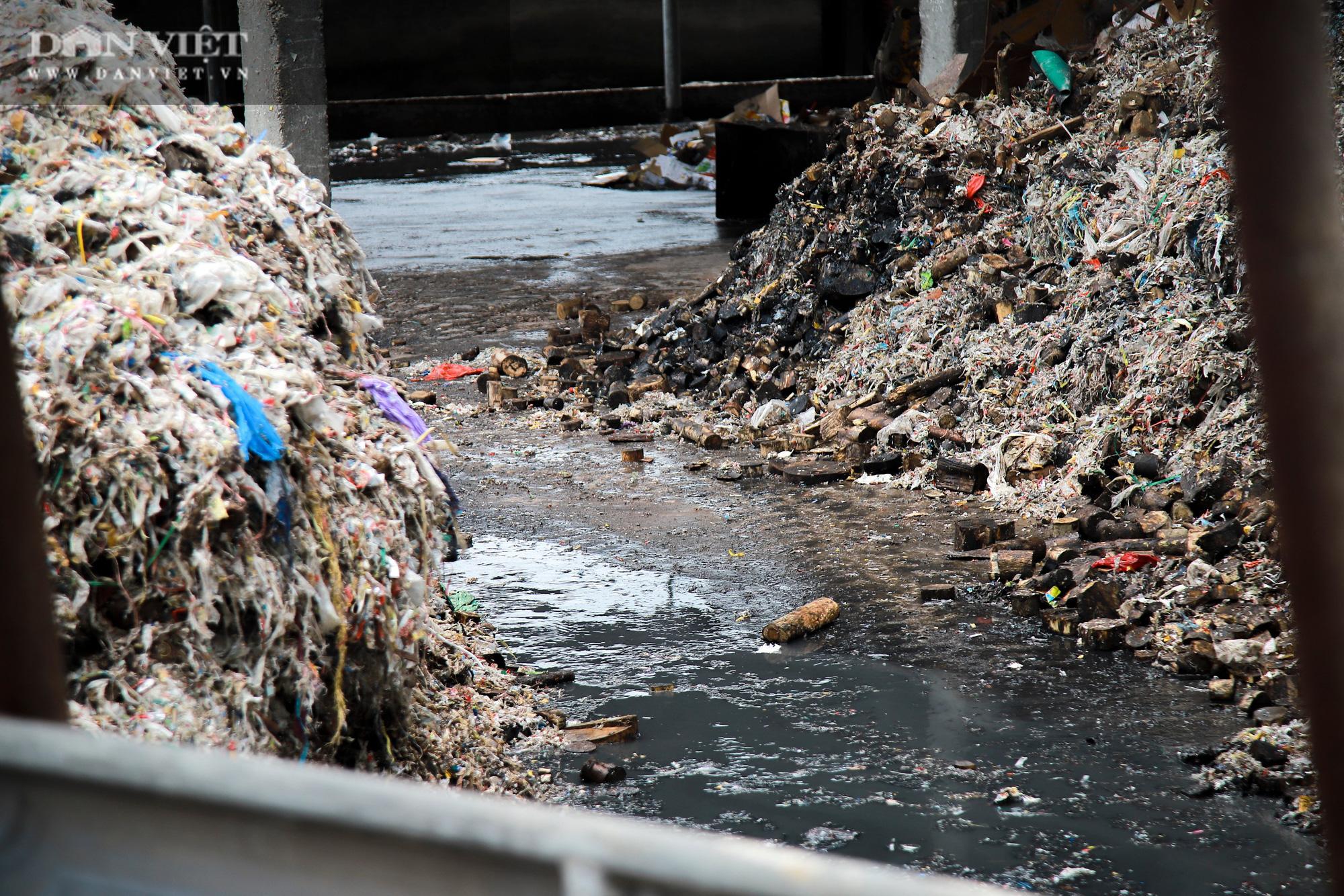 Ám ảnh khủng khiếp ở làng giấy Phú Lâm: Ô nhiễm đến con ruồi cũng không sống nổi, công nhân bán mòn sức - Ảnh 5.