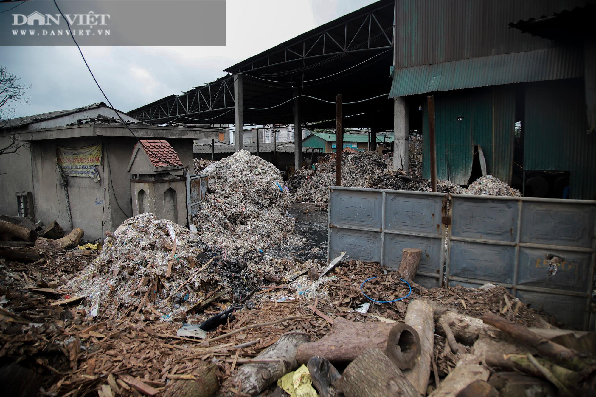 Ám ảnh khủng khiếp ở làng giấy Phú Lâm: Ô nhiễm đến con ruồi cũng không sống nổi, công nhân bán mòn sức - Ảnh 31.