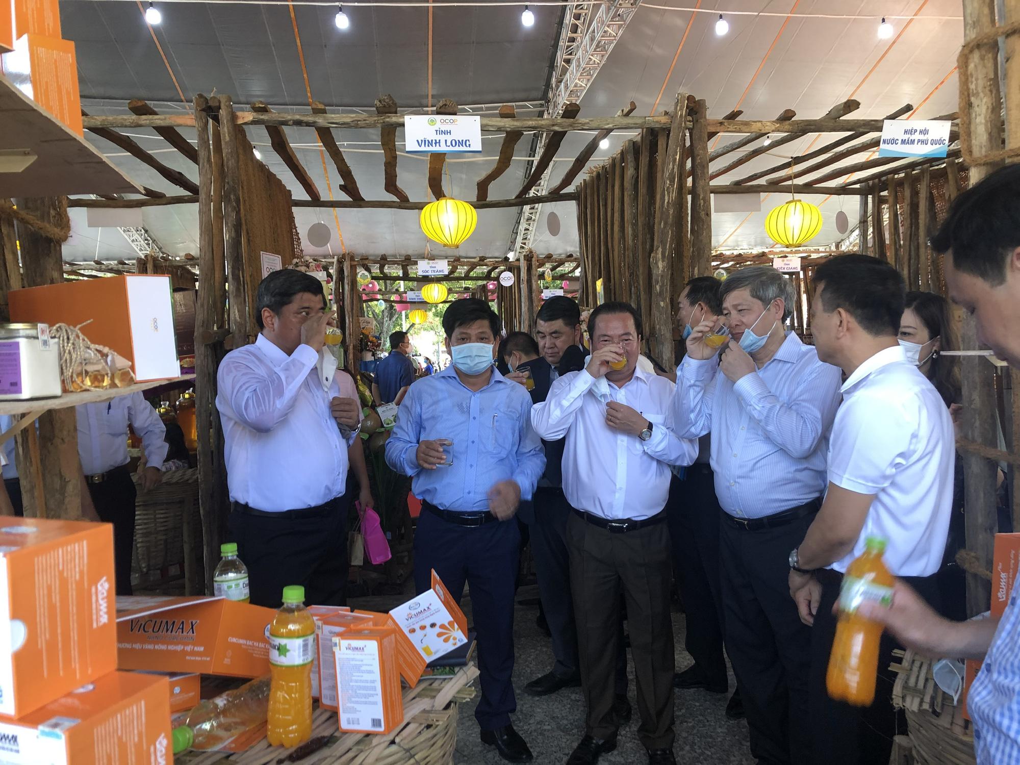 Hàng trăm sản phẩm OCOP – Hương sắc miền Tây hội tụ tại Phú Quốc - Ảnh 4.
