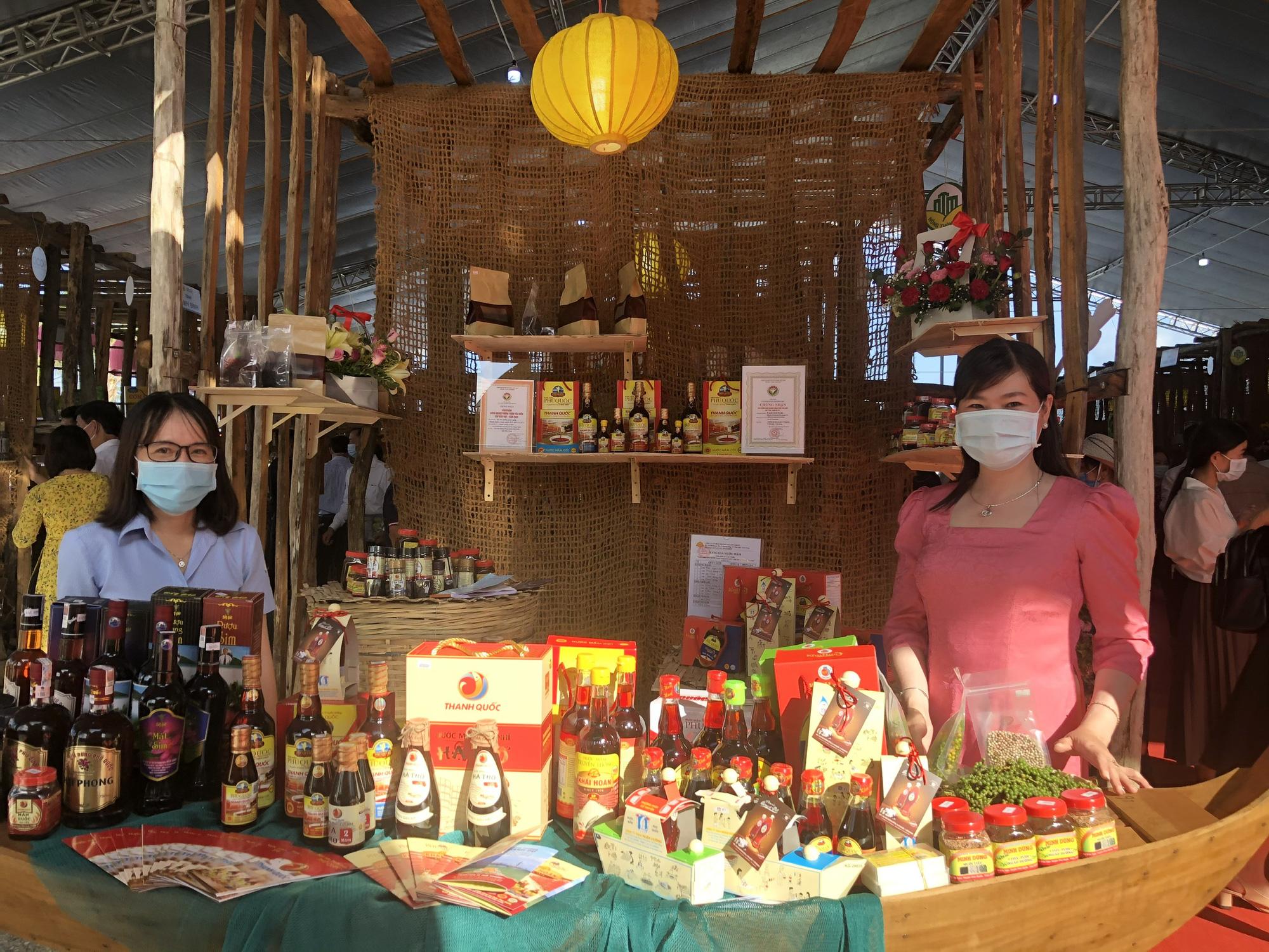 Hàng trăm sản phẩm OCOP – Hương sắc miền Tây hội tụ tại Phú Quốc - Ảnh 2.