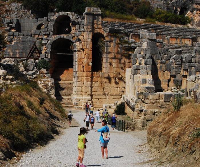 Điểm đến nổi tiếng Thổ Nhĩ Kỳ với hai nghĩa địa mộ đá cổ độc lạ - Ảnh 1.