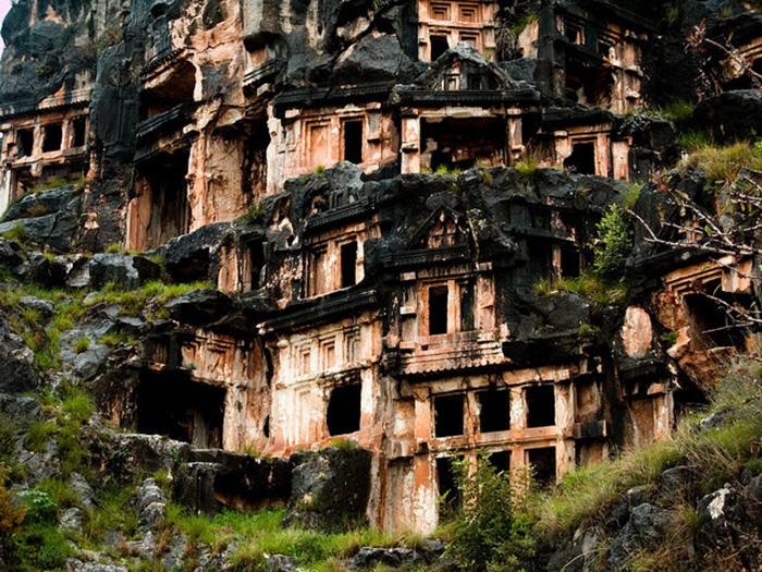 Điểm đến nổi tiếng Thổ Nhĩ Kỳ với hai nghĩa địa mộ đá cổ độc lạ - Ảnh 2.
