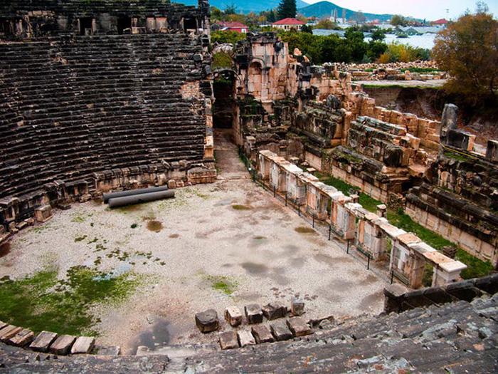 Điểm đến nổi tiếng Thổ Nhĩ Kỳ với hai nghĩa địa mộ đá cổ độc lạ - Ảnh 3.