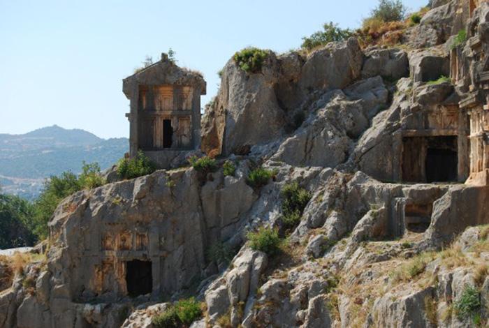 Điểm đến nổi tiếng Thổ Nhĩ Kỳ với hai nghĩa địa mộ đá cổ độc lạ - Ảnh 6.