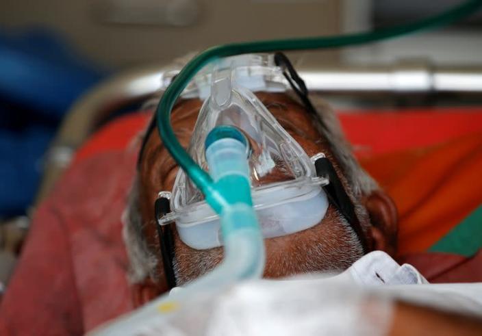 Bệnh viện tại Ấn Độ quá tải, số người tử vong mỗi ngày đã lên tới hàng nghìn - Ảnh 2.