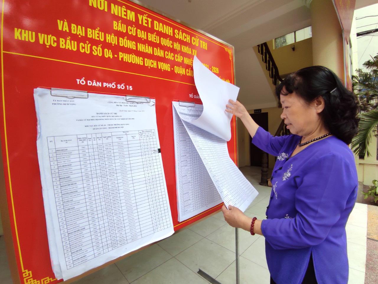 """Bầu cử ở Hà Nội: """"5 năm mới có một lần nên tôi hiểu mức độ quan trọng của lá phiếu"""" - Ảnh 6."""