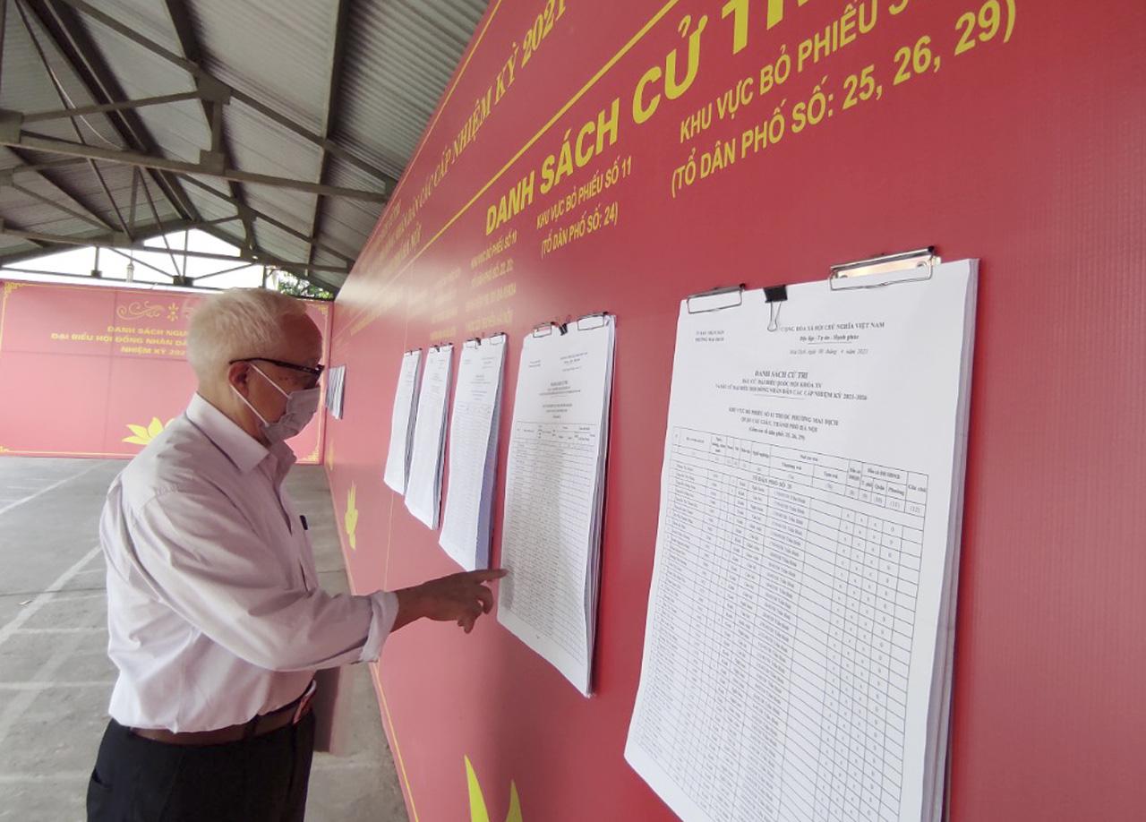 """Bầu cử ở Hà Nội: """"5 năm mới có một lần nên tôi hiểu mức độ quan trọng của lá phiếu"""" - Ảnh 7."""