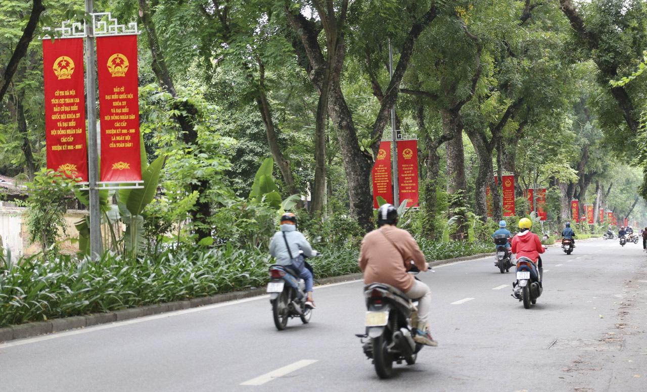 """Bầu cử ở Hà Nội: """"5 năm mới có một lần nên tôi hiểu mức độ quan trọng của lá phiếu"""" - Ảnh 1."""