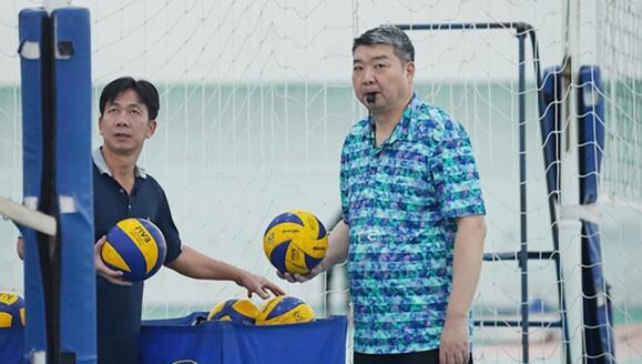 4 ứng viên thay HLV Li Huan Ning dẫn dắt ĐT bóng chuyền nam Việt Nam - Ảnh 1.