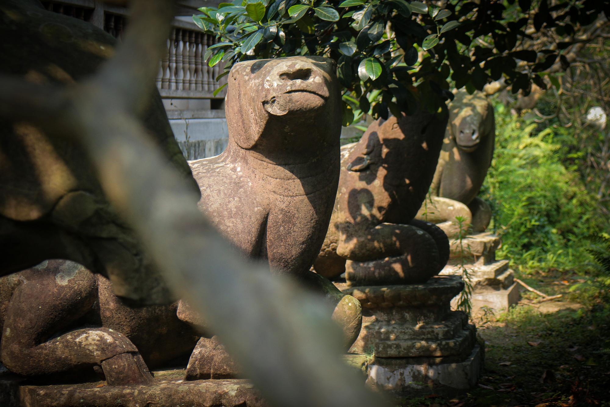 Bất ngờ ý nghĩa thực sự của bộ tượng linh thú nghìn tuổi ở chùa Phật Tích - Ảnh 9.