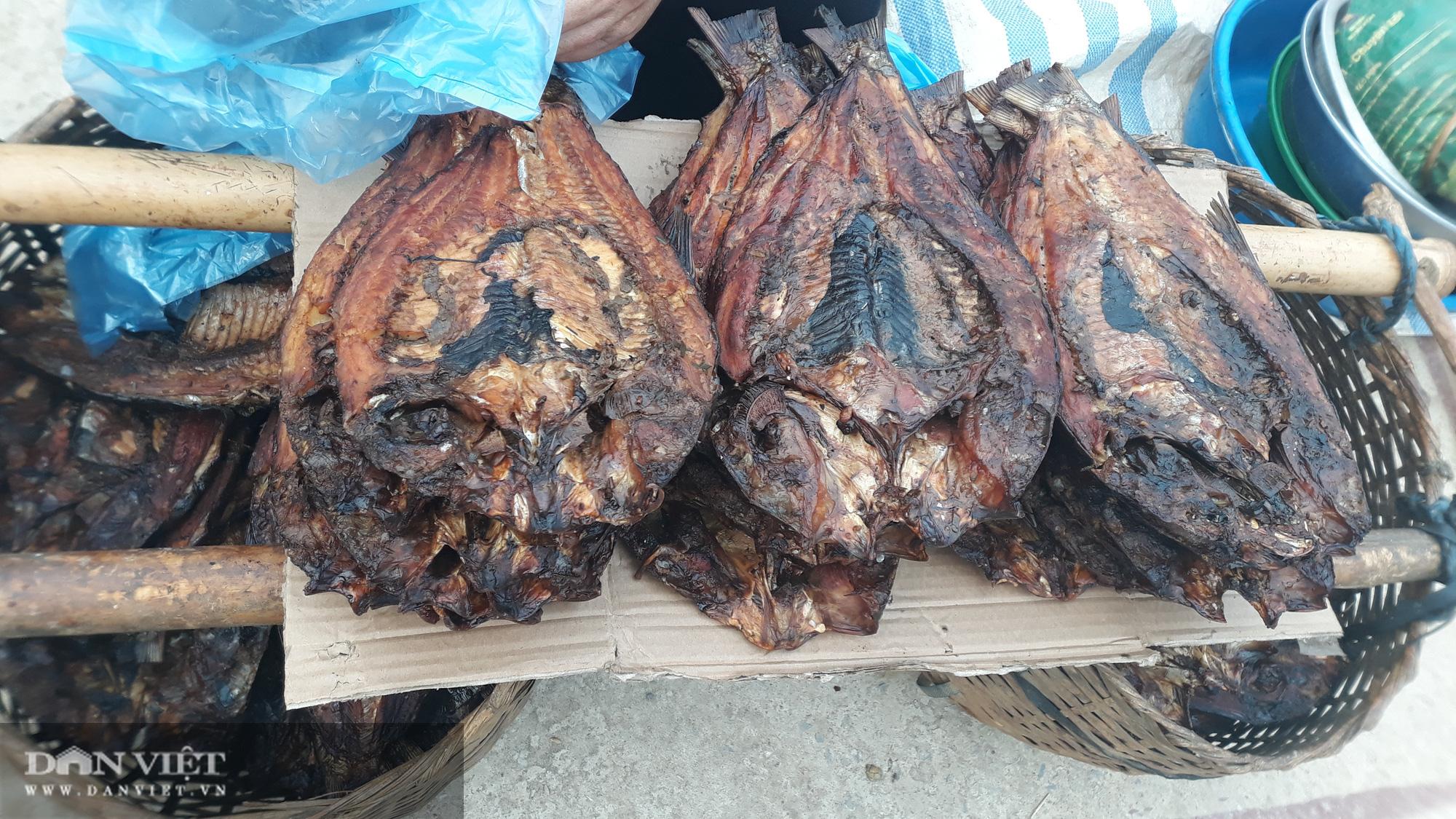 """Đi chợ phiên Muổi Nọi """"săn"""" thứ lợn đặc sản bé tý, côn trùng và rau rừng - Ảnh 5."""