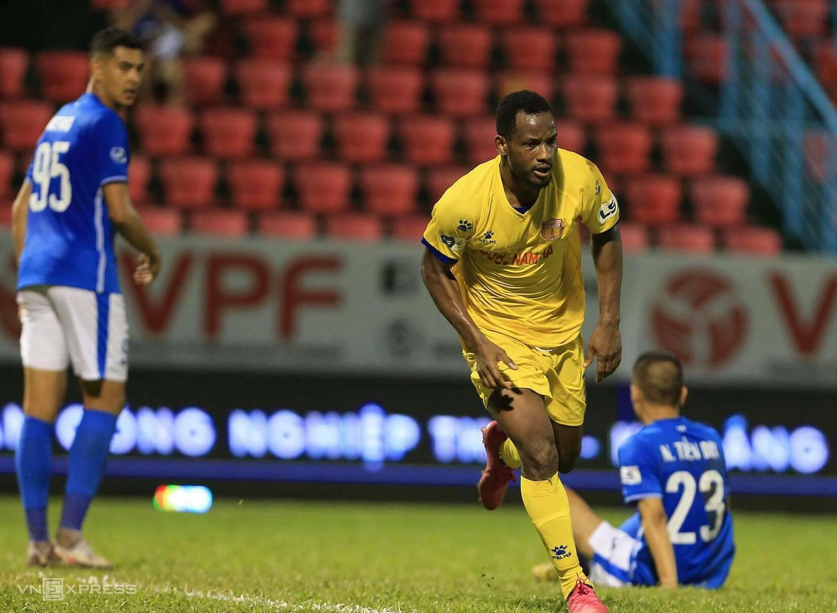 BXH Vòng 11 V.League 2021: Nam Định lọt tốp 3, Viettel gây sức ép cho HAGL - Ảnh 2.
