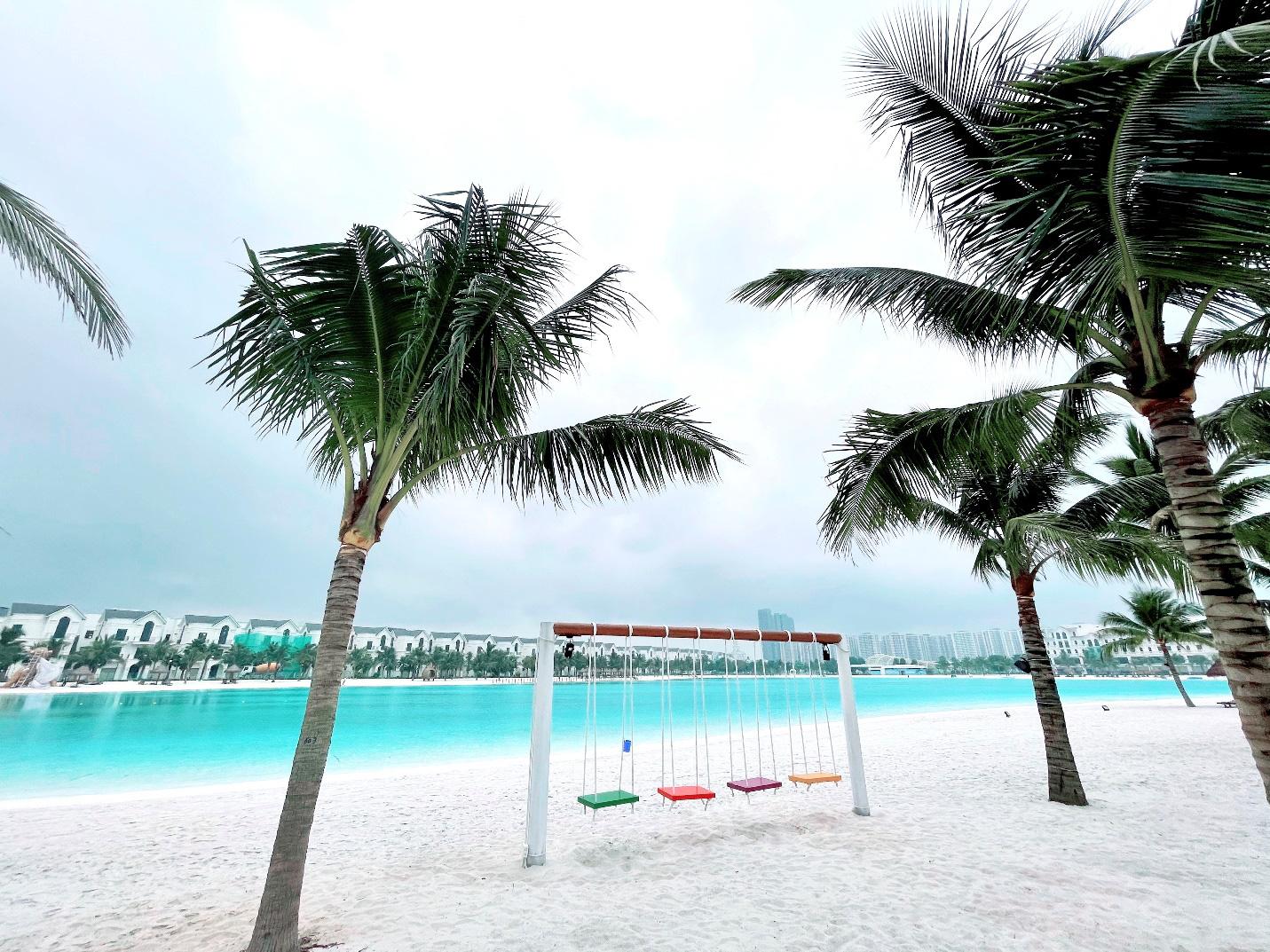 Biển hồ nước mặn Vinhomes Ocean Park - điểm đến hấp dẫn nhất Hà Nội dịp nghỉ lễ 30/4 này - Ảnh 1.