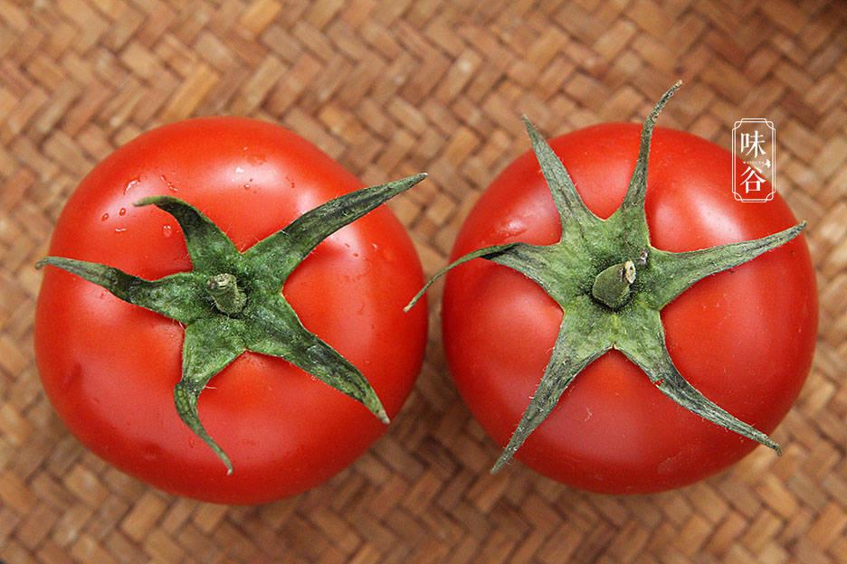 4 mẹo nhỏ giúp chọn cà chua tươi ngon, vỏ mỏng, nhiều thịt nhất - Ảnh 2.