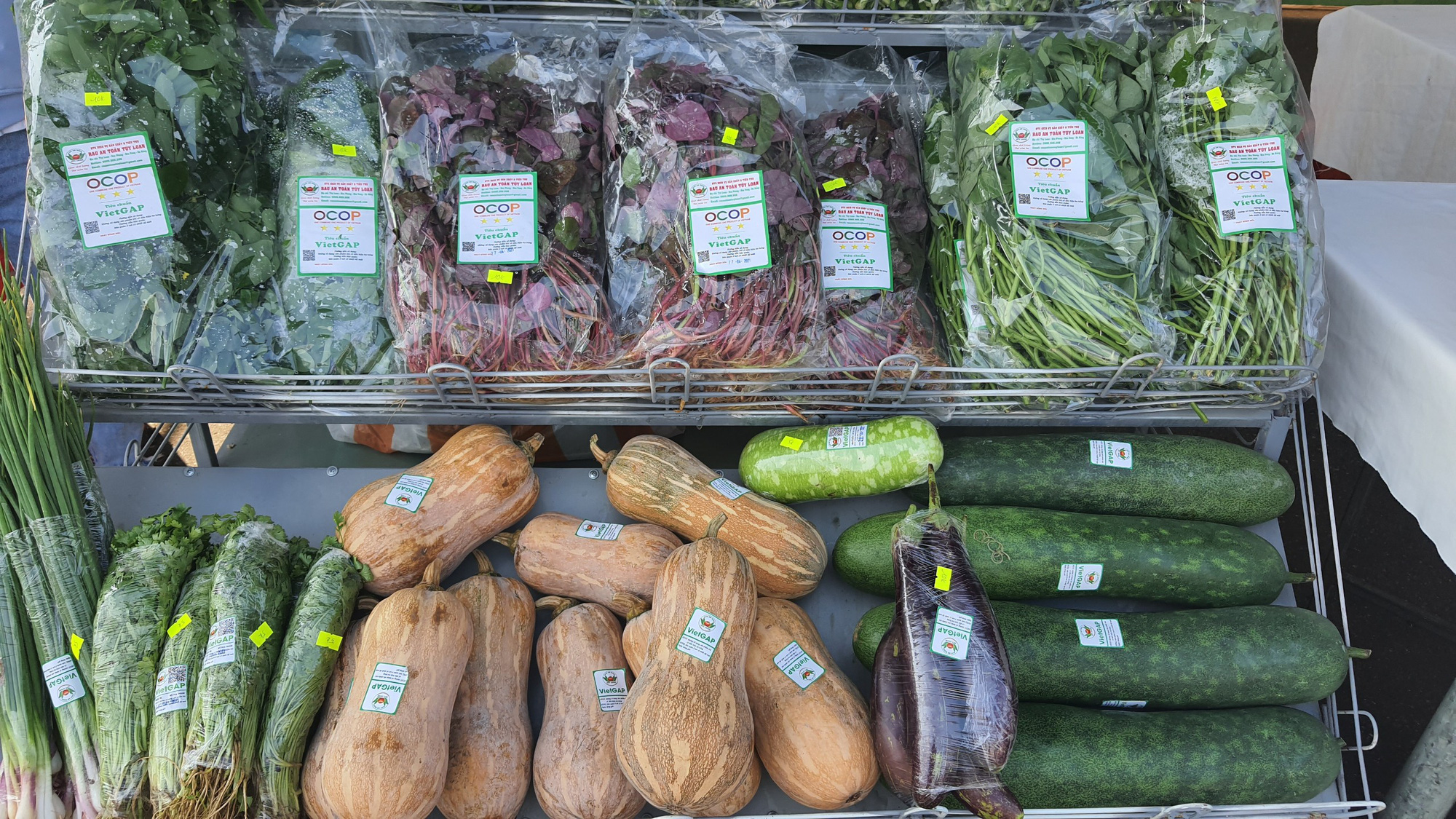 Đà Nẵng: Sản phẩm OCOP, rau sạch hút hàng tại Phiên sợ nông sản - Ảnh 2.