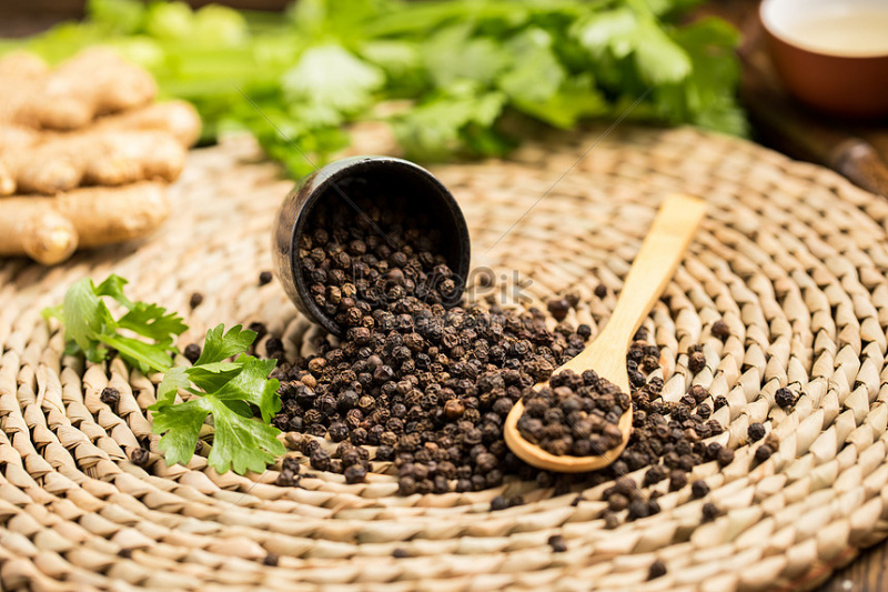 Giá nông sản hôm nay 28/4: Cà phê tăng vọt, tiêu vẫn có xu hướng đi xuống - Ảnh 1.