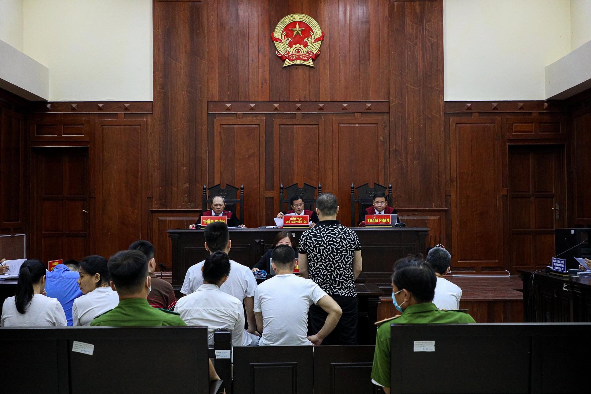 Y án tử hình Văn Kính Dương, phạt Ngọc Miu 16 năm tù - Ảnh 1.