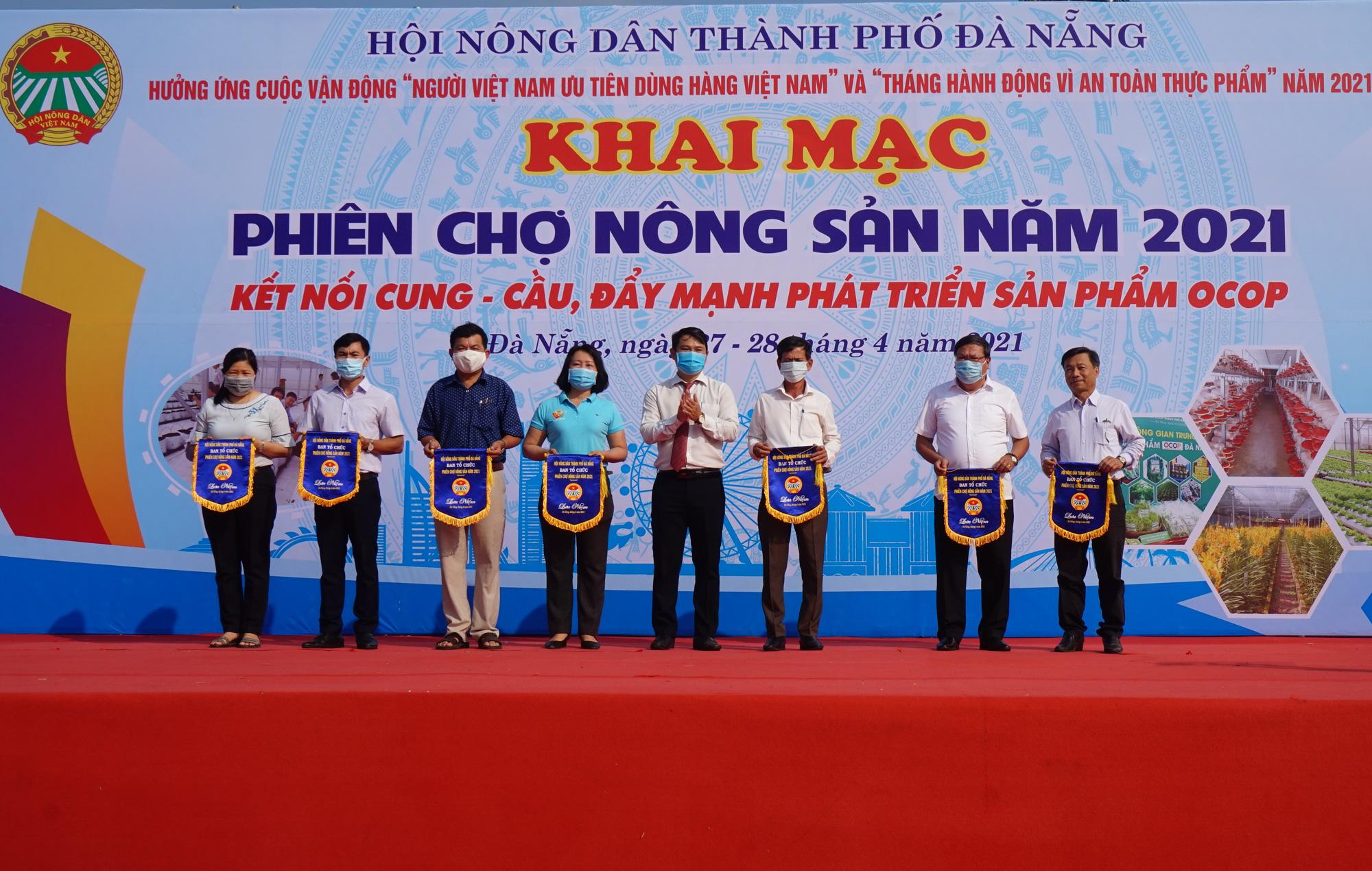 Đà Nẵng: Sản phẩm OCOP, rau sạch hút hàng tại Phiên sợ nông sản - Ảnh 1.