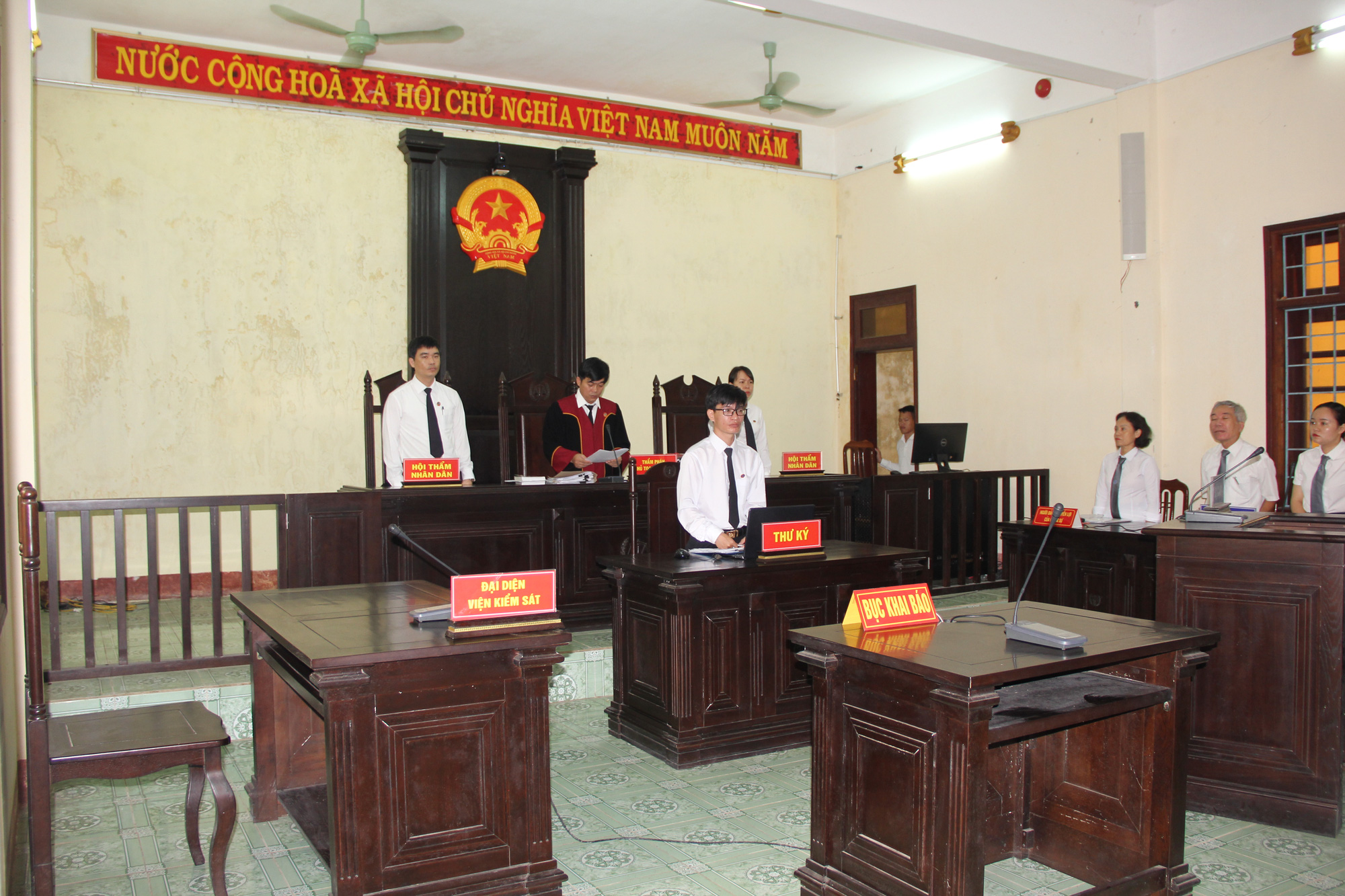 Tình tiết bất ngờ trong vụ án 2 cán bộ xã và cháu bé chết trong bể phốt ở Quảng Trị - Ảnh 3.